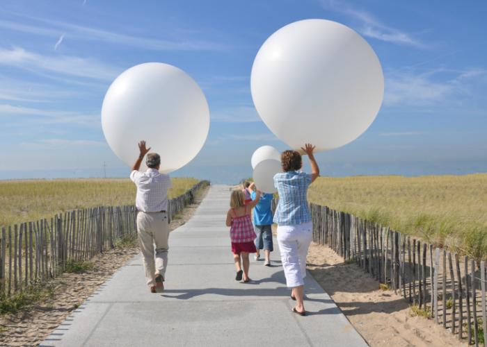 Ballonverstreuung mit kinder